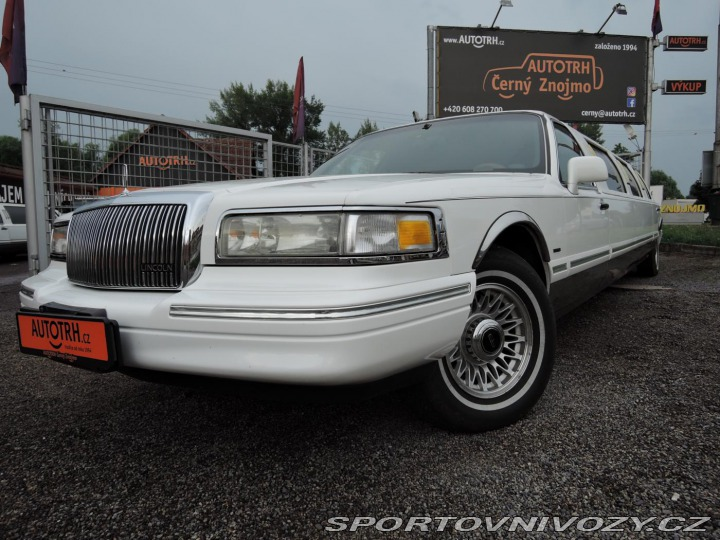Lincoln Town Car Limuzína 9.m Pronáje